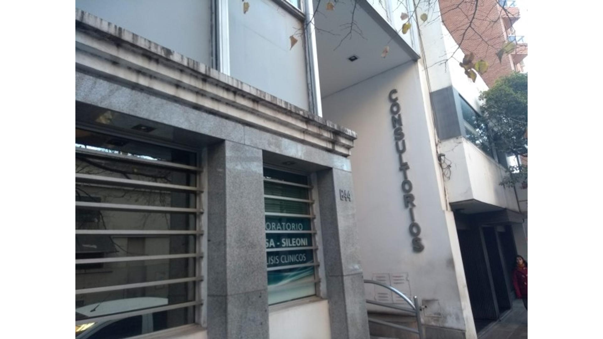 Independencia 600 PLANTA BAJA - U$D 330.000 - Oficina en Venta