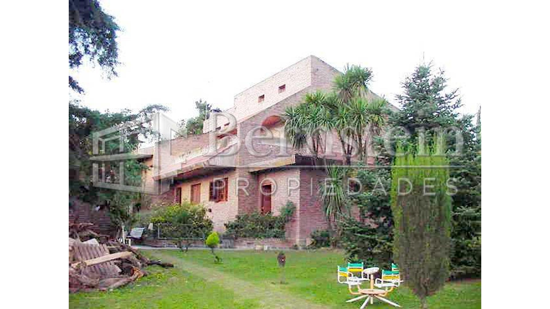 Santos Vega 1200 - U$D 450.000 - Quinta en Venta