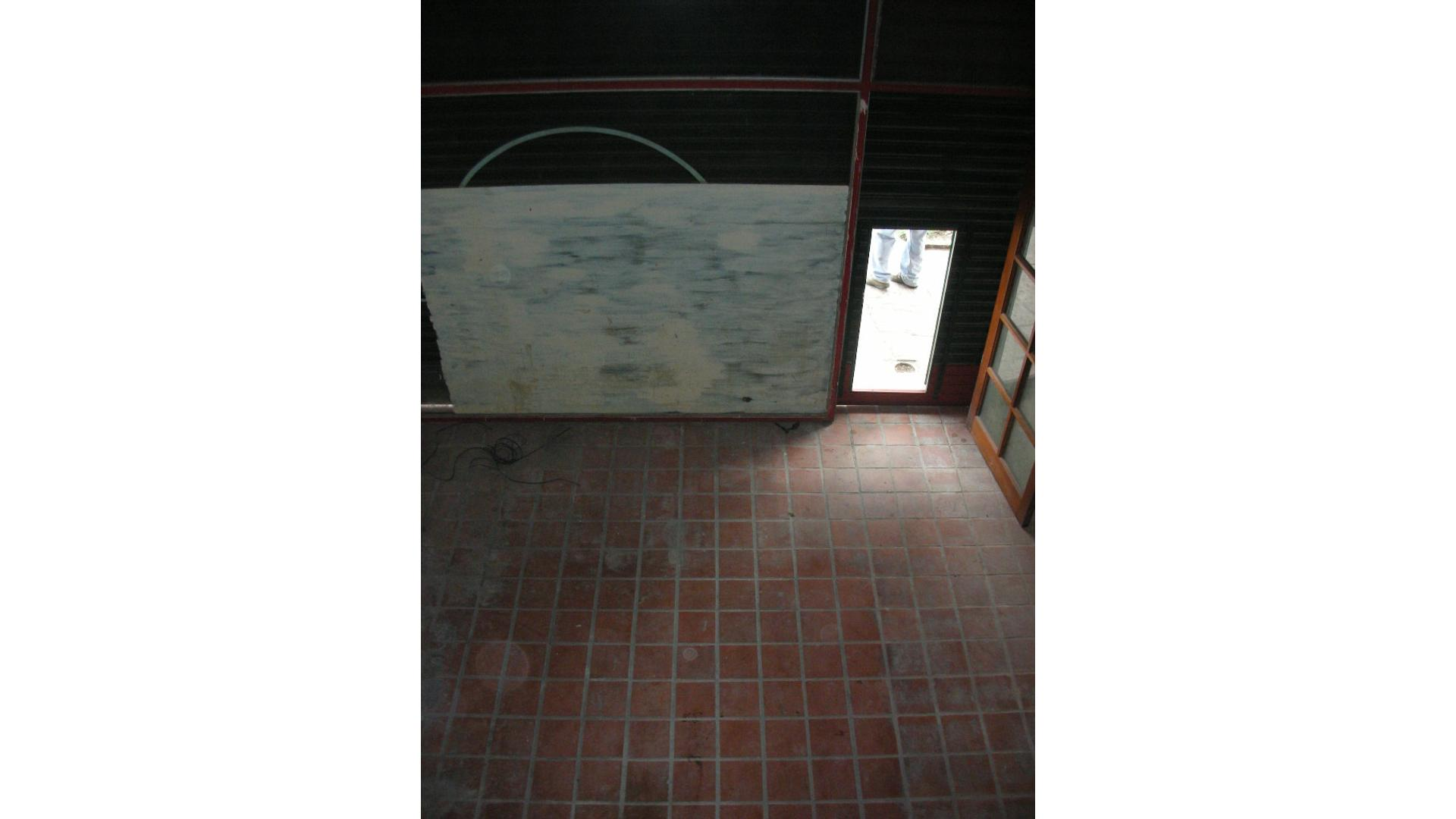Lisandro De La Torre 2900 - $ 7.000 - Local Alquiler