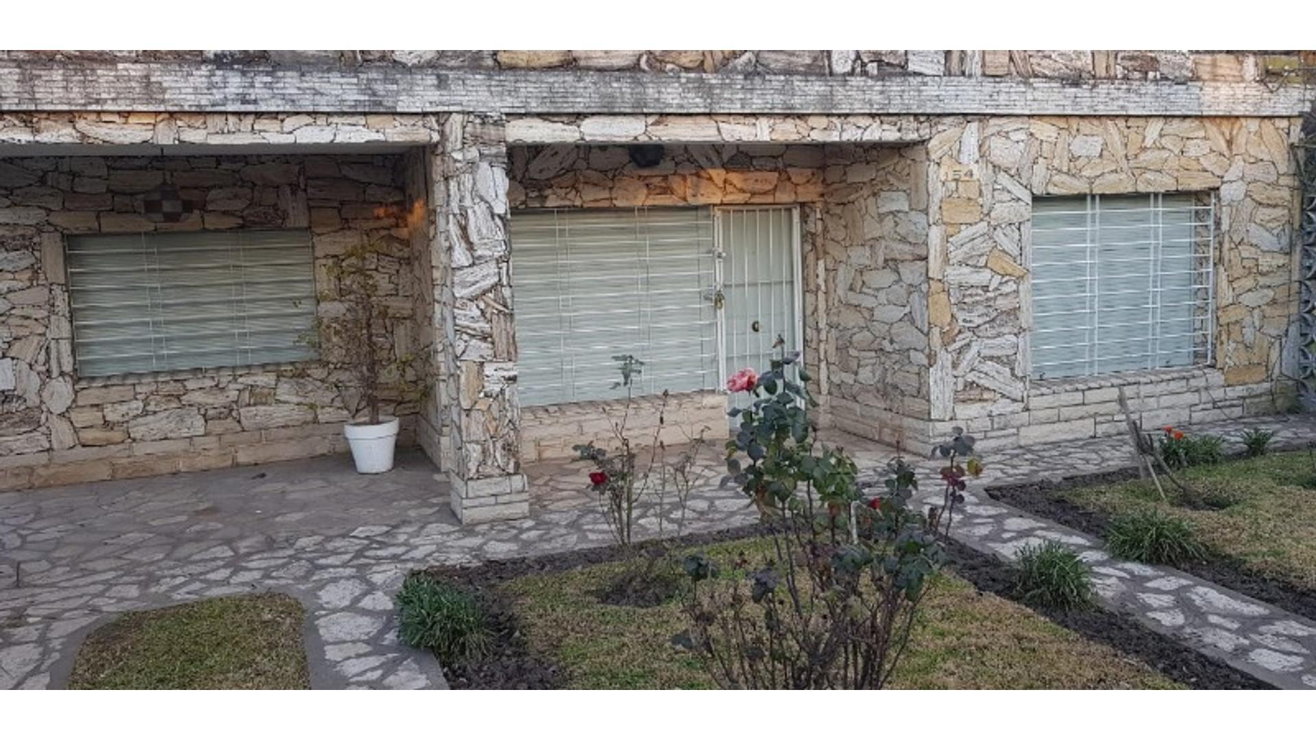 Castelli 100 - U$D 185.000 - Quinta en Venta