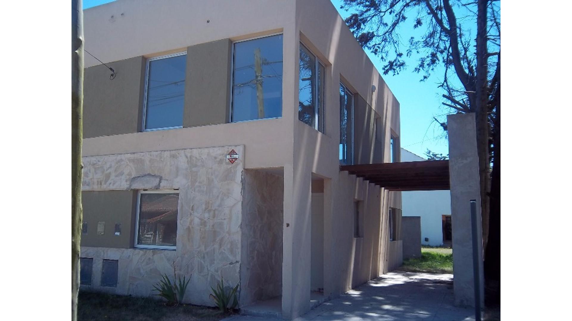 Dapriotis 100 - U$D 128.000 - Tipo casa PH en Venta