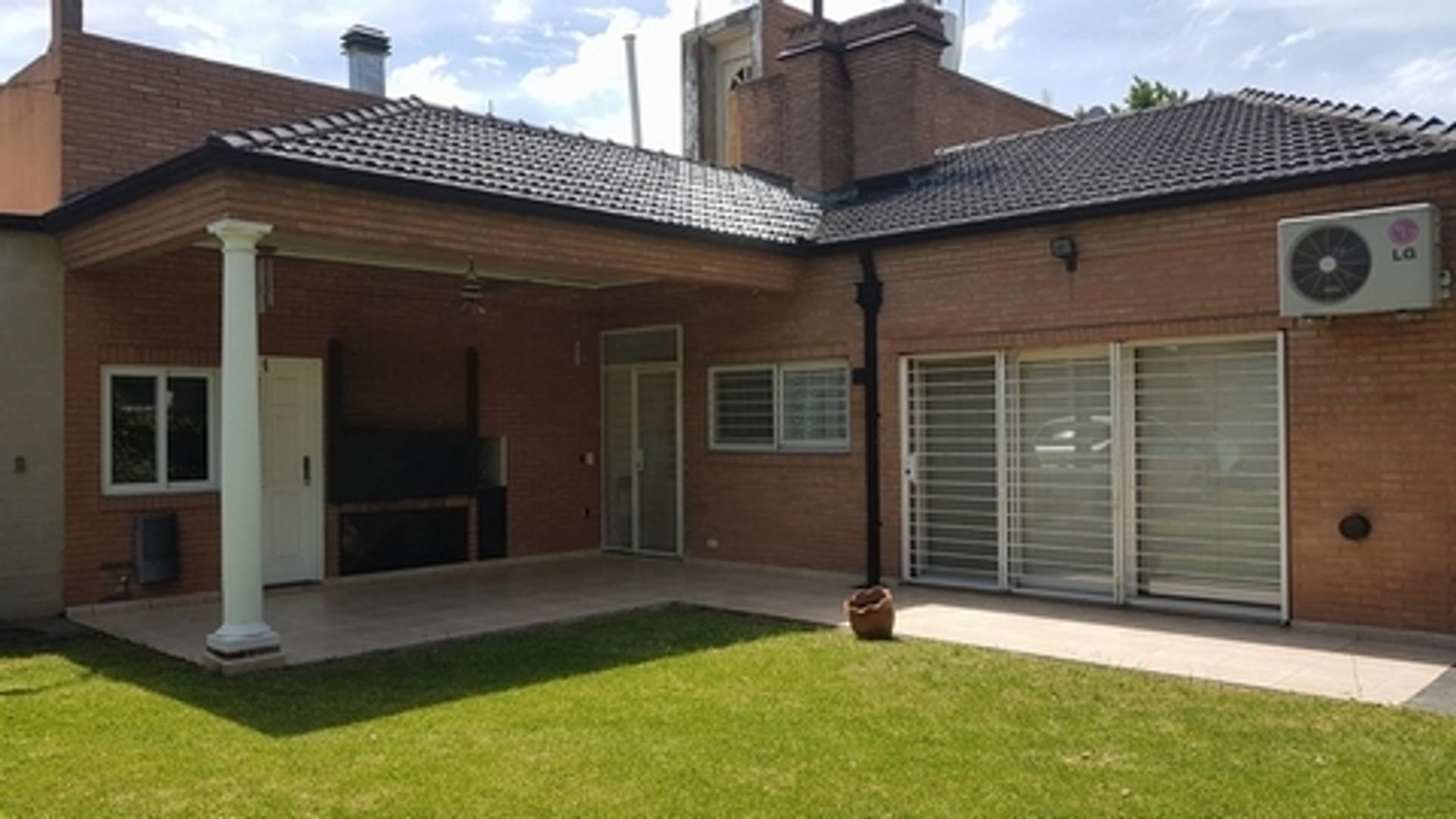 Bequer 2600 - U$D 260.000 - Casa en Venta
