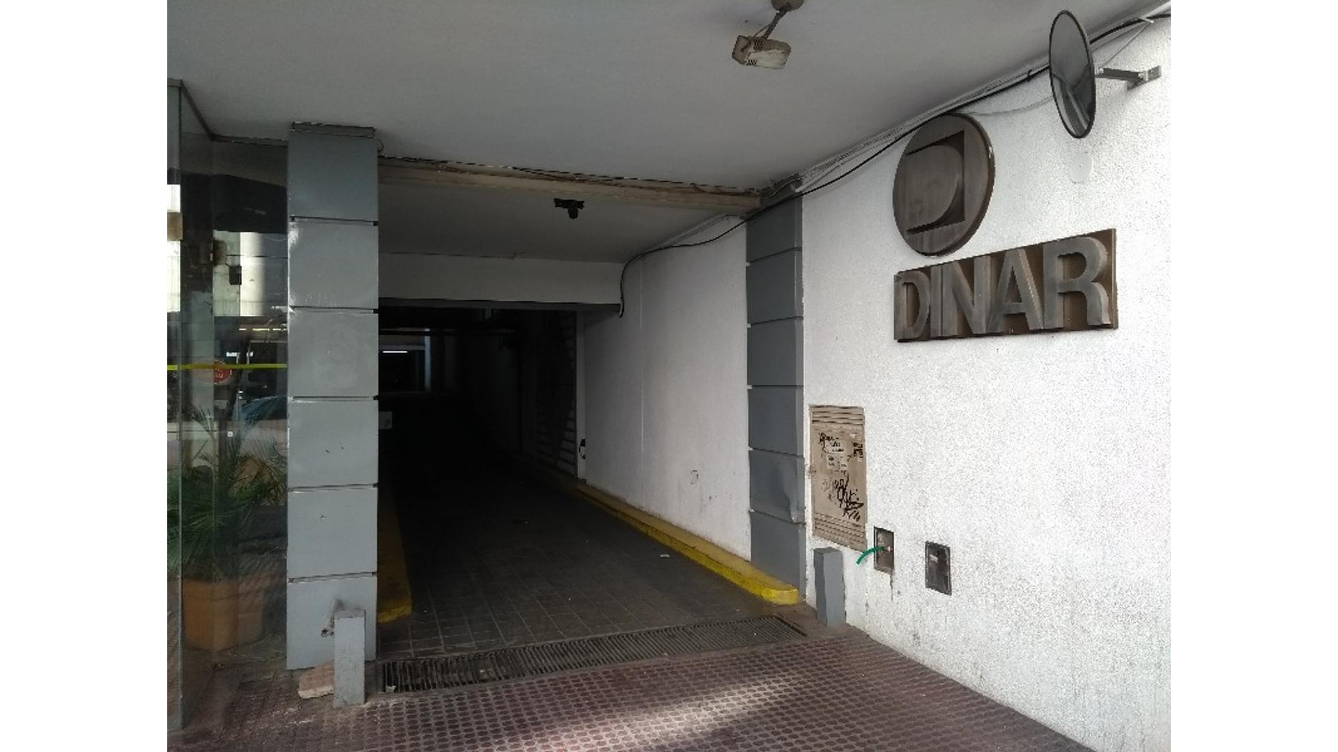 Independencia 300 - U$D 16.000 - Cochera en Venta