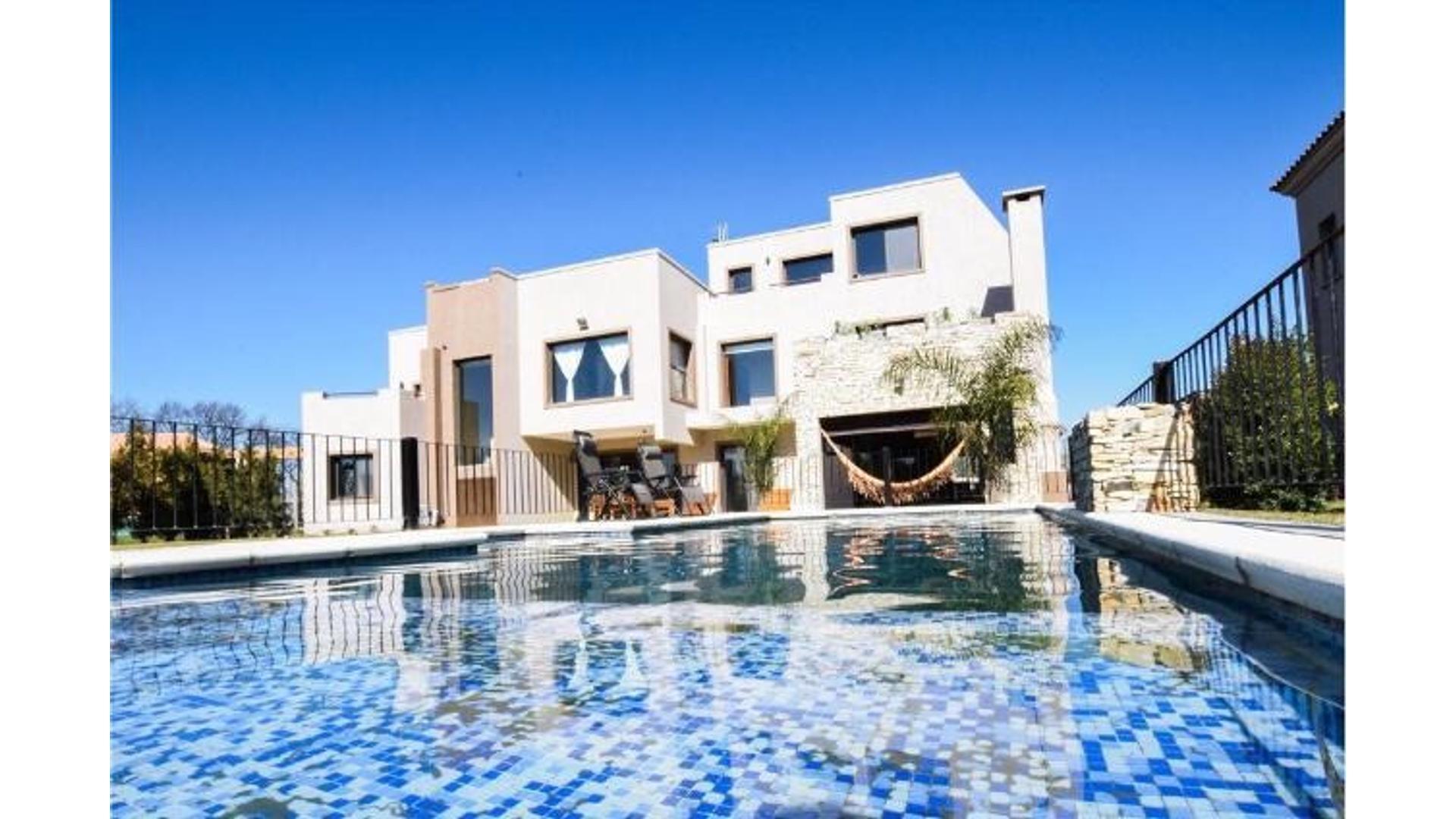 Oldaman N°704 Lote / N° 727 - U$D 380.000 - Casa en Venta