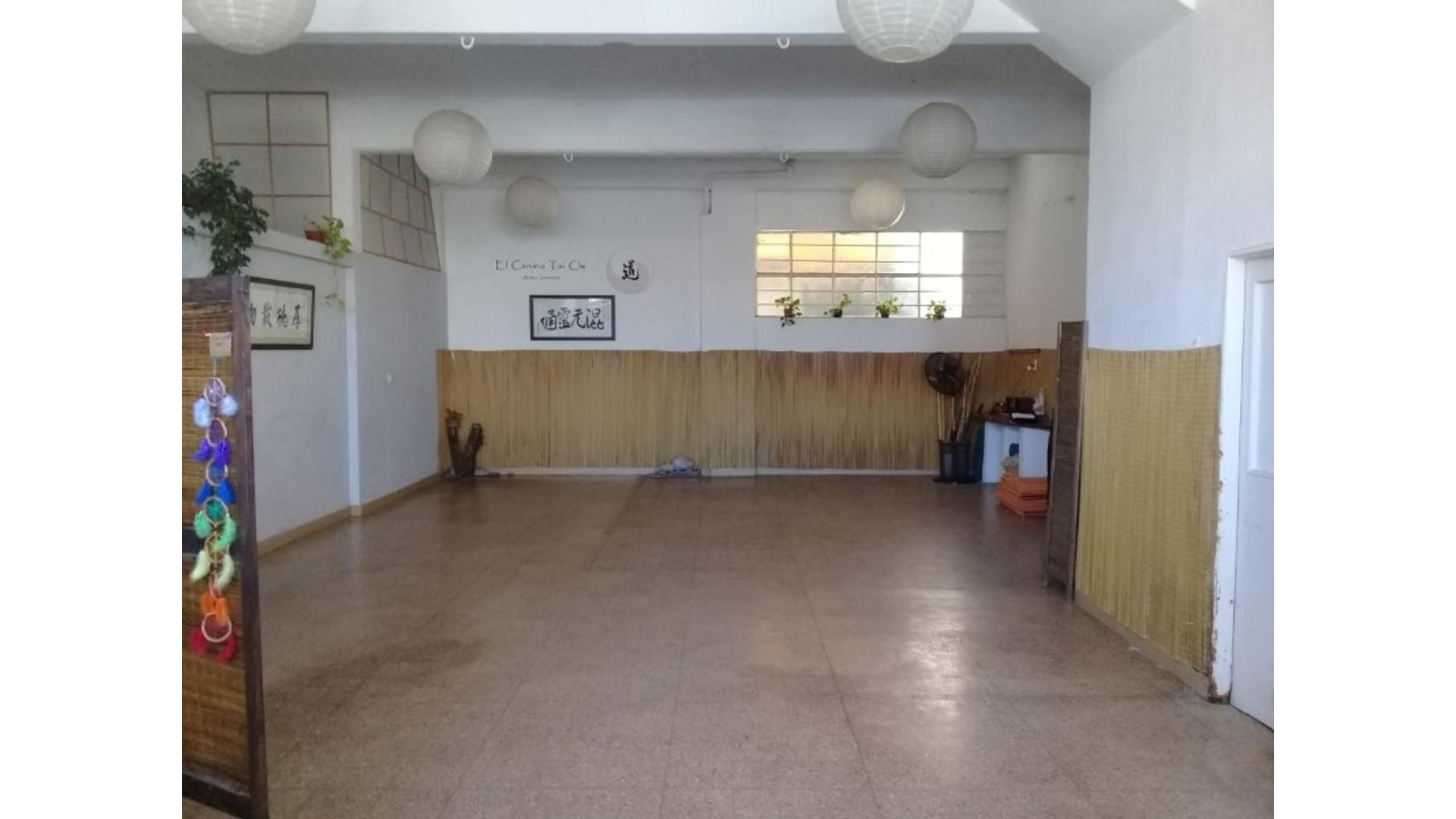 Int. Casares 2500 - $ 12.000 - Local Alquiler